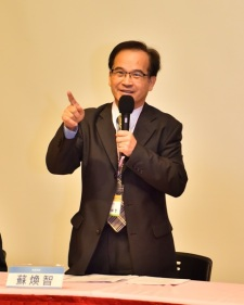 前台南縣長蘇煥智律師呼籲重新修納保法,包括稅務專業法官、納保官的選任及撤銷稅單的年限等,才能真正保障人民權益。