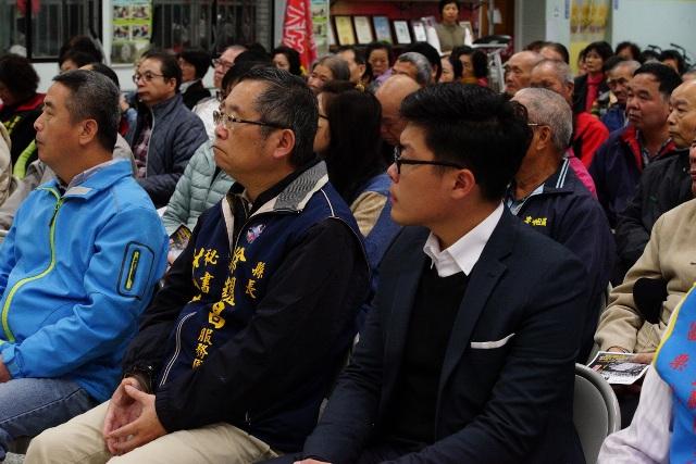 縣長徐耀昌頭份辦公室主任林佛樹與頭份市長徐定禎,與縣民熱烈參與了解諸多司法、稅法方面的議題。