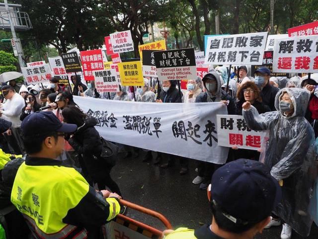 法稅改革聯盟青年於財政部前抗議
