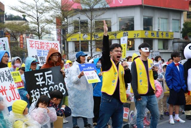 20180308新聞陳抗_a4942二二八人走上街頭籲終止稅法228 5.JPG