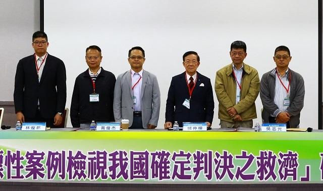 (右一)蔡孟彥、(右二)吳志光、(左三)黃俊杰教授。